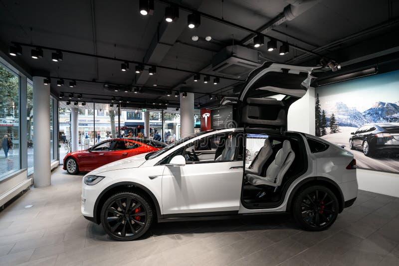 Tienda de máquina de Tesla en Francfort imagenes de archivo