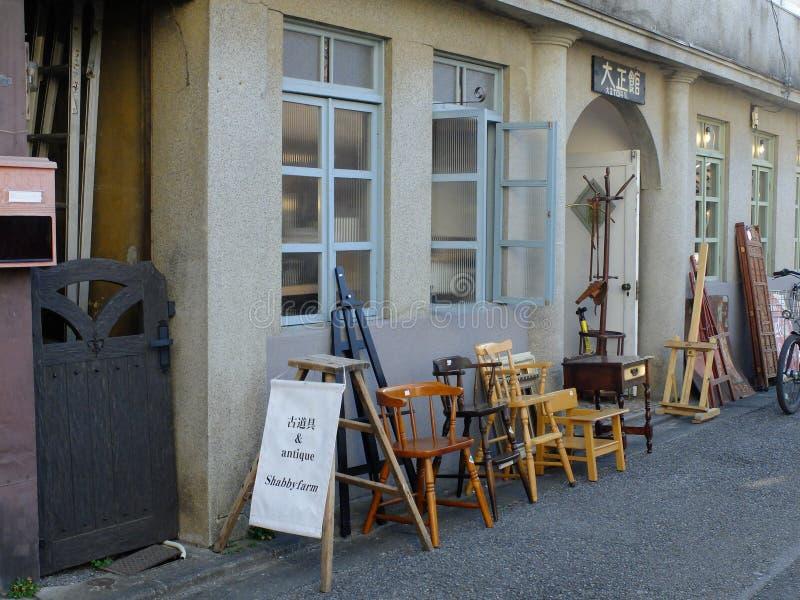 Tienda de muebles de madera en Japón foto de archivo