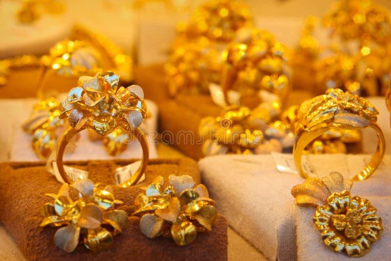 Tienda de oro de los anillos fotos de archivo libres de regalías