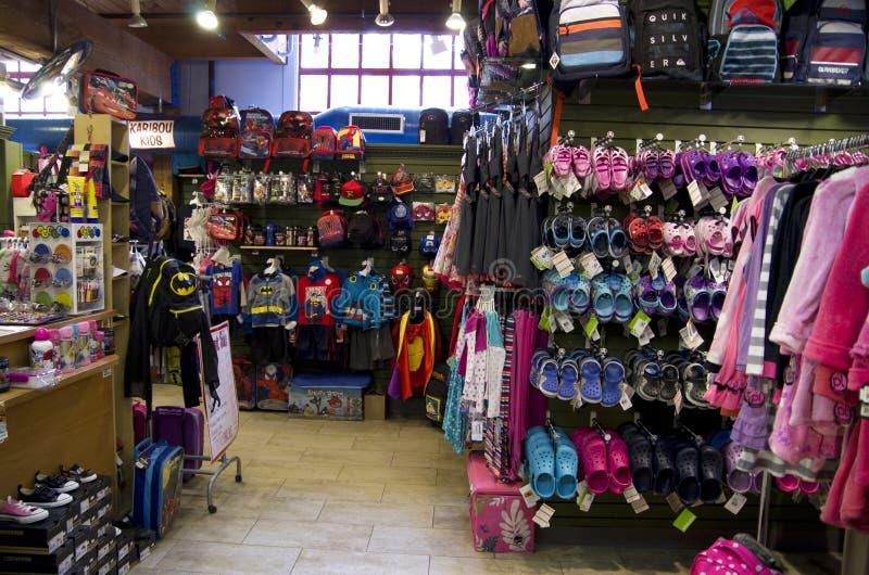 Tienda de ropa de los niños foto de archivo libre de regalías