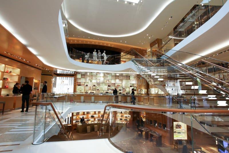 Tienda de ropa de Louis Vuitton en Roma imagen de archivo libre de regalías