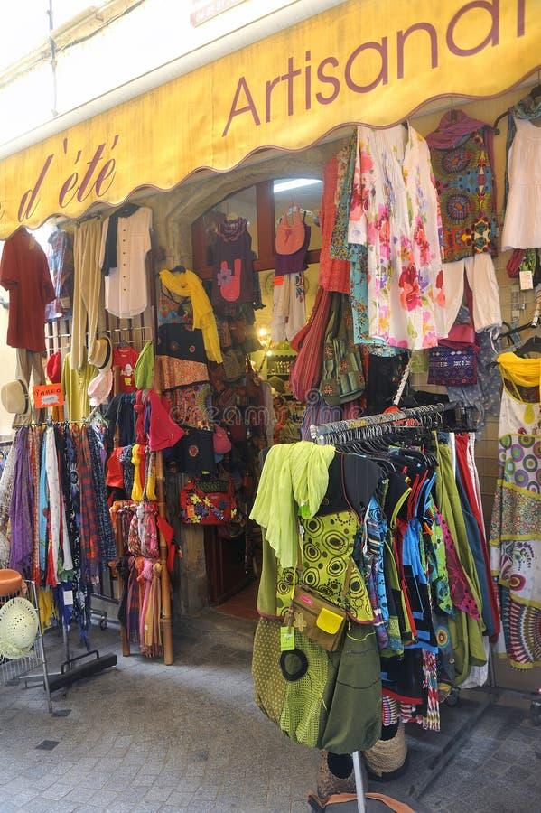 Tienda de ropa en Anduze imagen de archivo libre de regalías