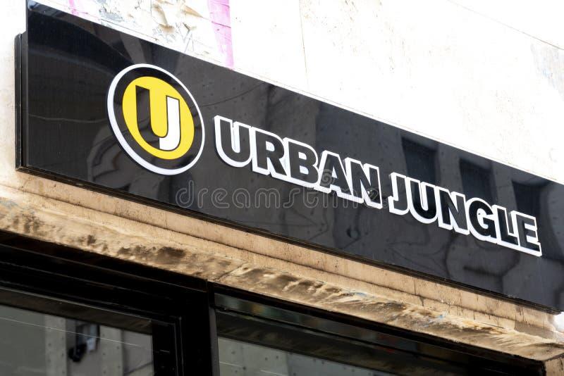 Tienda de ropa urbana de la selva fotografía de archivo libre de regalías