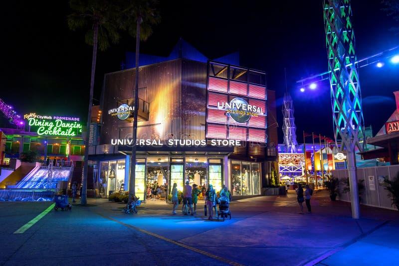 Tienda de Universal Studios en la noche fotografía de archivo libre de regalías