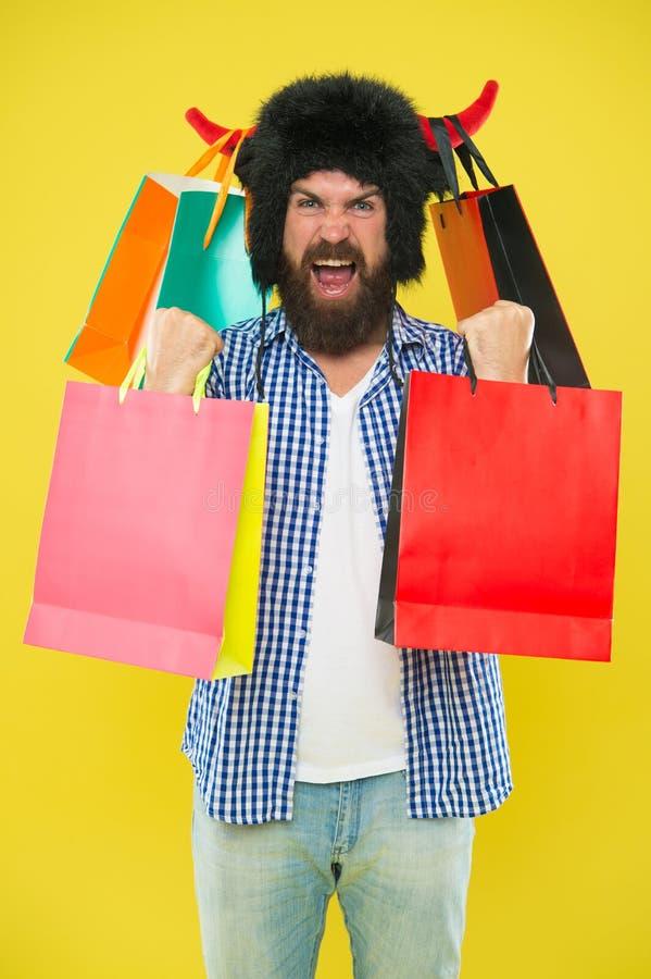 Tienda del animal y del veterinario Salvaje sobre compras Paquetes completos de art?culos Toro enojado del sombrero del desgaste  imagen de archivo libre de regalías