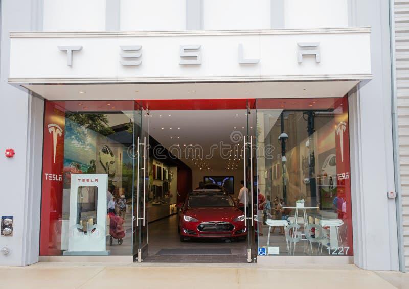 Tienda del coche de Tesla fotografía de archivo libre de regalías