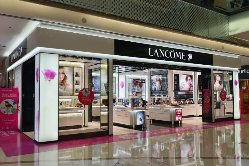 Tienda del osmetics de Lancome en la plaza de compras, alameda de compras, interior comercial del edificio foto de archivo