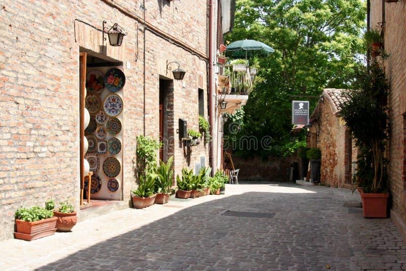 Tienda en el castillo de Gradara, Italia central fotografía de archivo