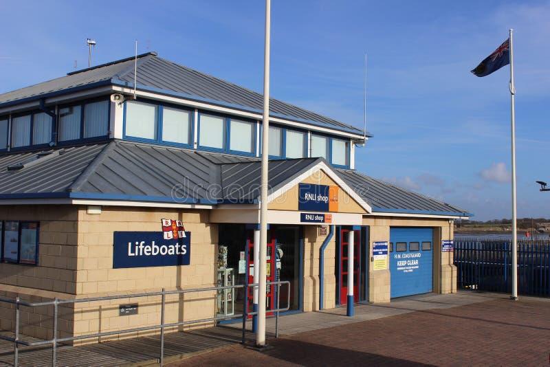 Tienda Fleetwood Lancashire de la estación RNLI del bote salvavidas foto de archivo