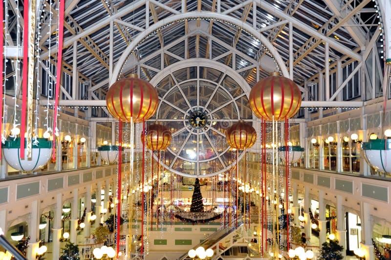 Tienda grande en Dublín durante los días de fiesta de la Navidad (Irlanda - Eire) foto de archivo