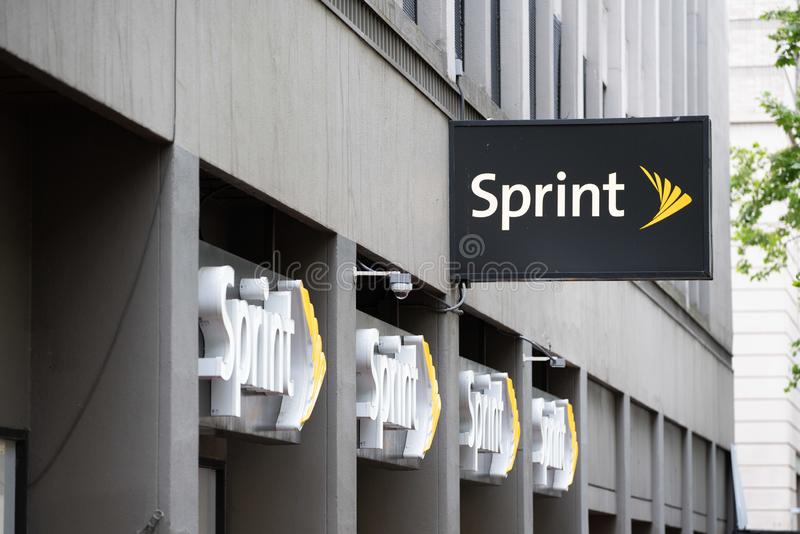 Tienda inalámbrica de Sprint adentro céntrica fotos de archivo libres de regalías