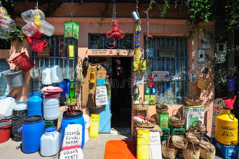 Tienda tradicional Ayvalik de la aceituna y de Olive Oil Producing Storage Equipment en Balikesir Turquía 2014 imagen de archivo libre de regalías