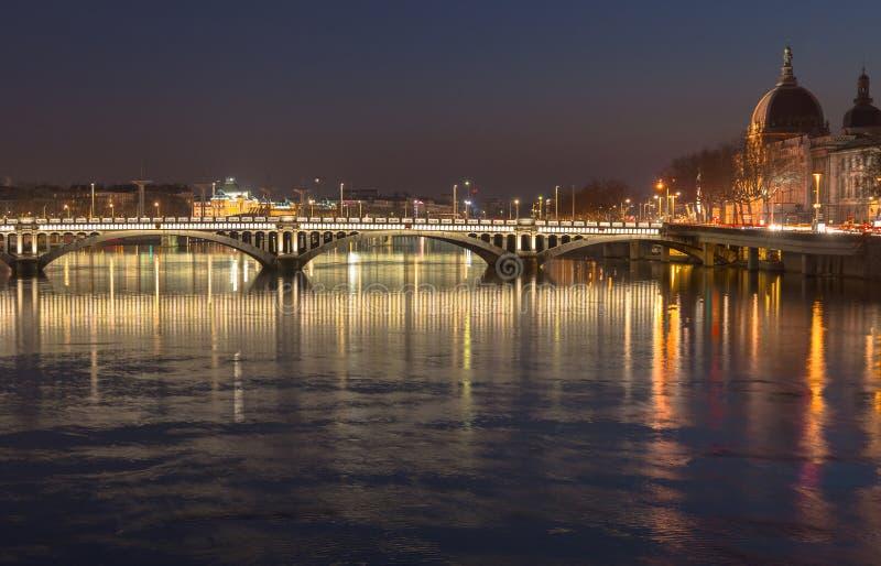 Tienda un puente sobre sobre el río Rhone 2 foto de archivo