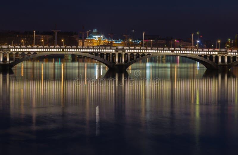 Tienda un puente sobre sobre el río Rhone 1 foto de archivo libre de regalías