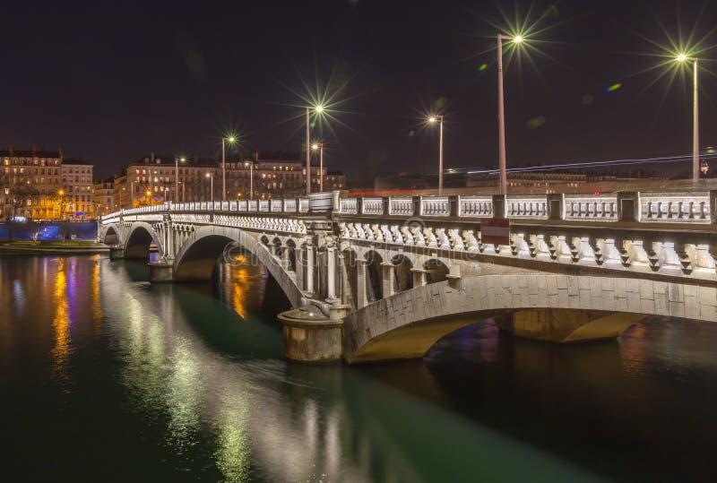 Tienda un puente sobre sobre el río Rhone 3 fotos de archivo