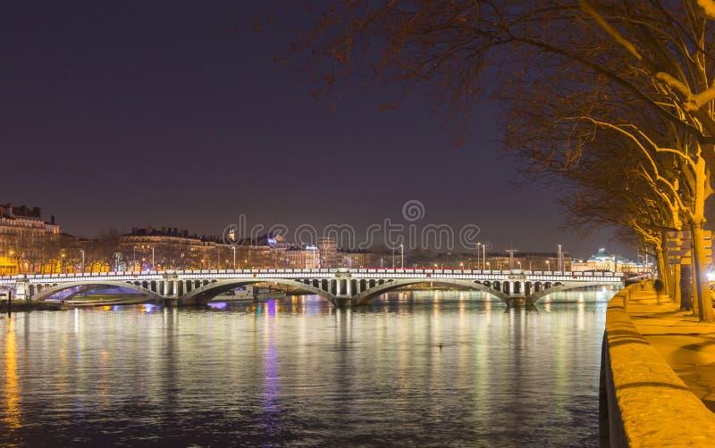 Tienda un puente sobre sobre el río Rhone 4 fotos de archivo libres de regalías