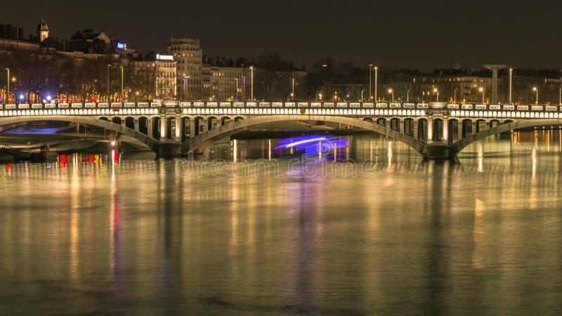Tienda un puente sobre sobre el río Rhone 6 fotos de archivo libres de regalías