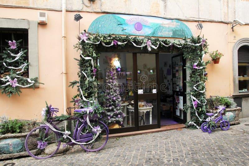 Tienda violeta imagen de archivo libre de regalías