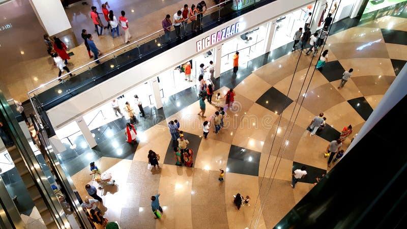 Tiendas calificadas en alamedas de compras en Bombay imagen de archivo libre de regalías