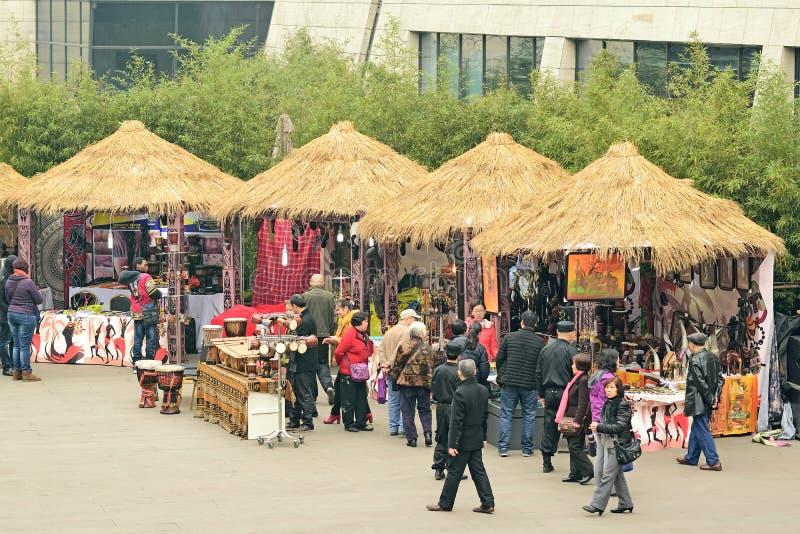 Tiendas cubiertas con paja China- de la cabaña de Chengdu imagen de archivo