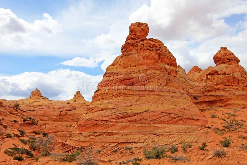 Tiendas de los indios norteamericanos del Cottonwood, una formación de roca cerca de la onda en las motas CBS del sur, desierto b imagen de archivo