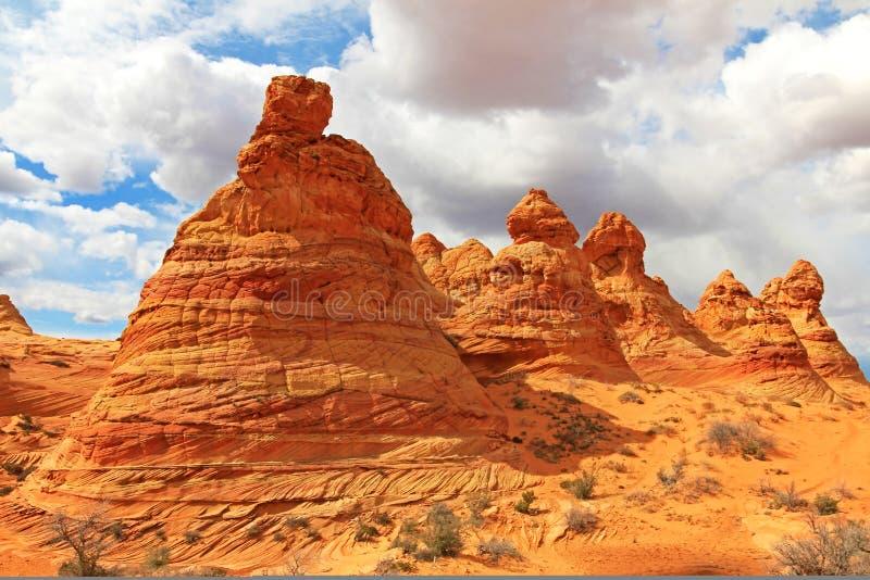 Tiendas de los indios norteamericanos del Cottonwood, una formación de roca cerca de la onda en las motas CBS del sur, desierto b imagen de archivo libre de regalías