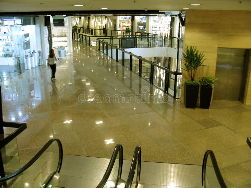 Tiendas de lujo, alameda de la zona verde 5, Makati, Filipinas imagenes de archivo