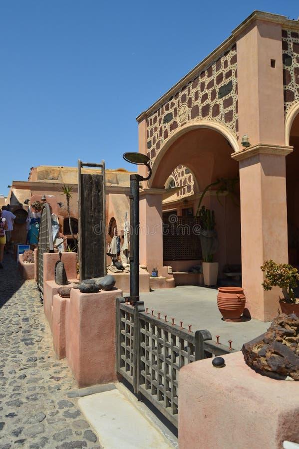 Tiendas de souvenirs pintorescas en Main Street hermoso de Oia en la isla de Santorini Arquitectura, paisajes, viaje, cruis fotos de archivo