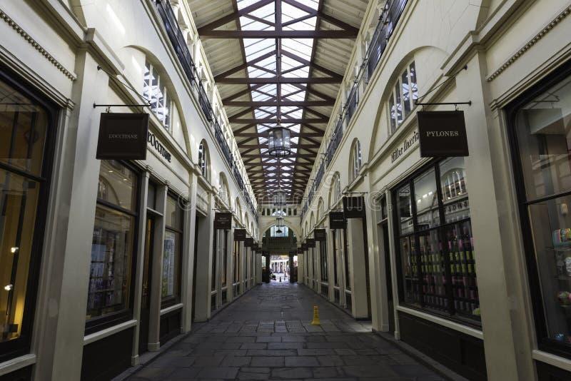 Tiendas en el mercado del jardín de Covent, Londres fotos de archivo libres de regalías
