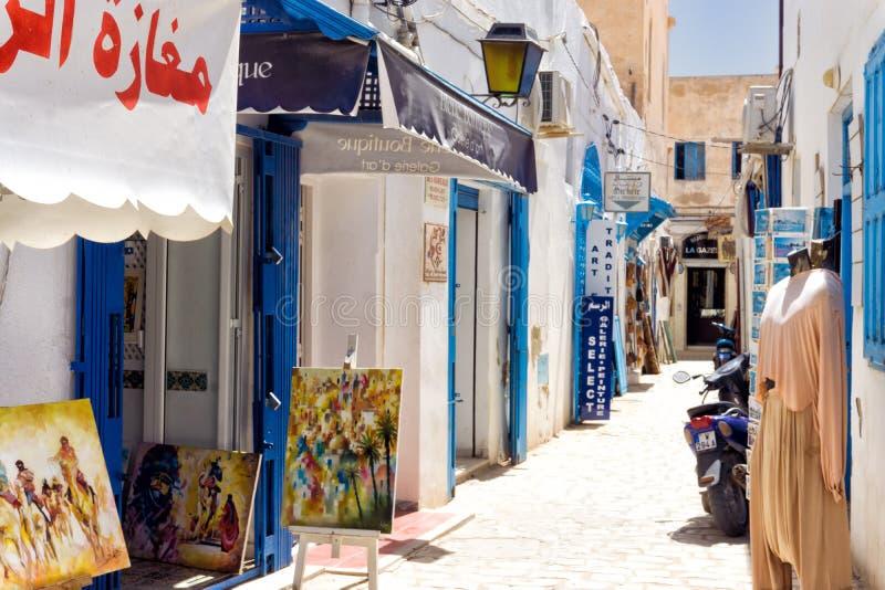 Tiendas tradicionales en el mercado de Medina en el EL Souk de Houmt en Djerba, Túnez fotos de archivo libres de regalías