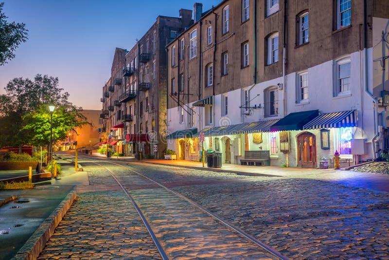 Tiendas y restaurantes en la calle del río en sabana céntrica en GE imágenes de archivo libres de regalías