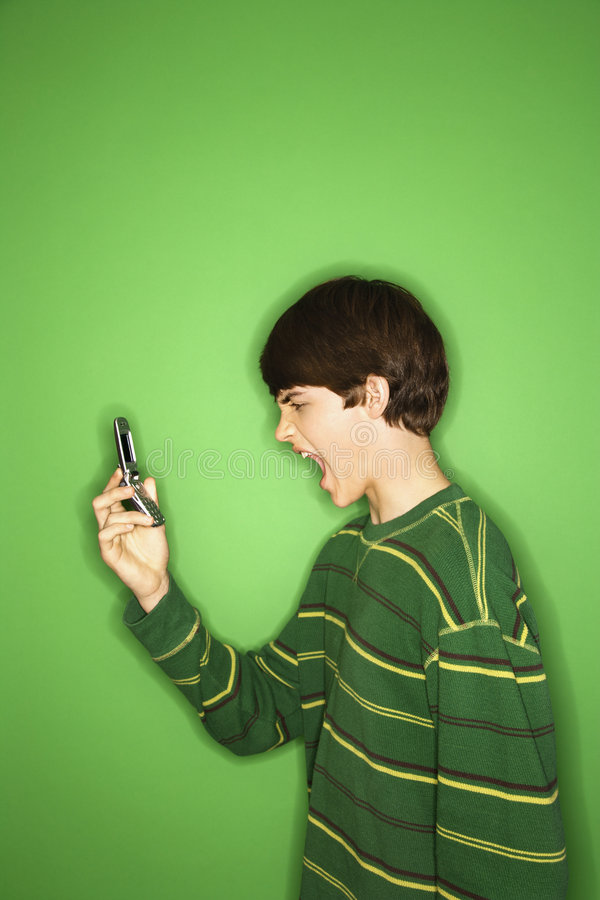 Tiener die bij cellphone gilt. royalty-vrije stock afbeeldingen