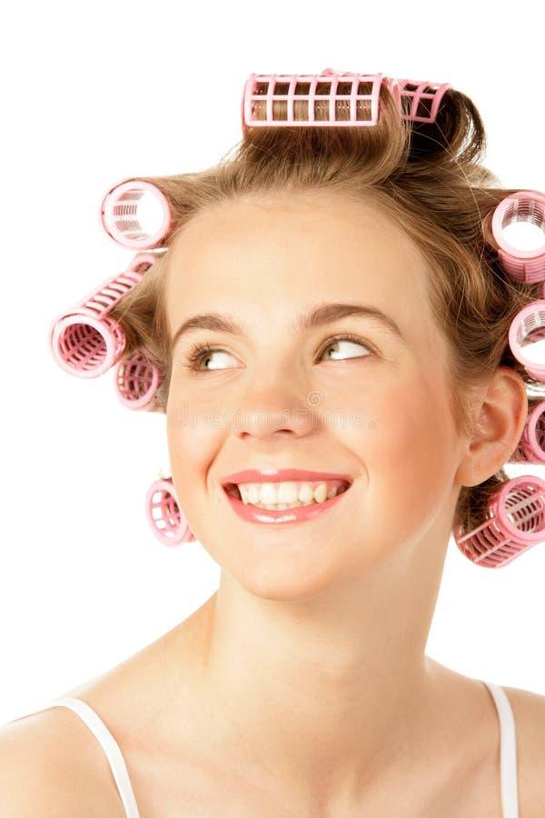 Tiener die haarkrulspelden draagt stock foto's