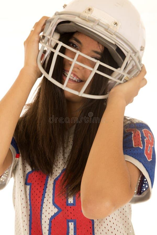 Tiener die het Amerikaanse voetbalhelm glimlachen dragen royalty-vrije stock fotografie