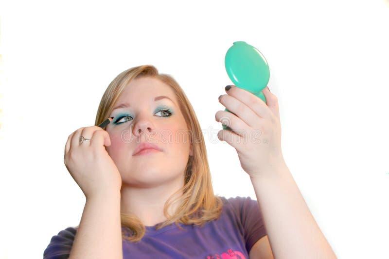 Tiener die make-up toepast royalty-vrije stock afbeeldingen