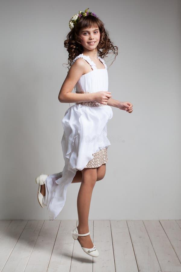 Tiener in een elegante kleding stock afbeeldingen