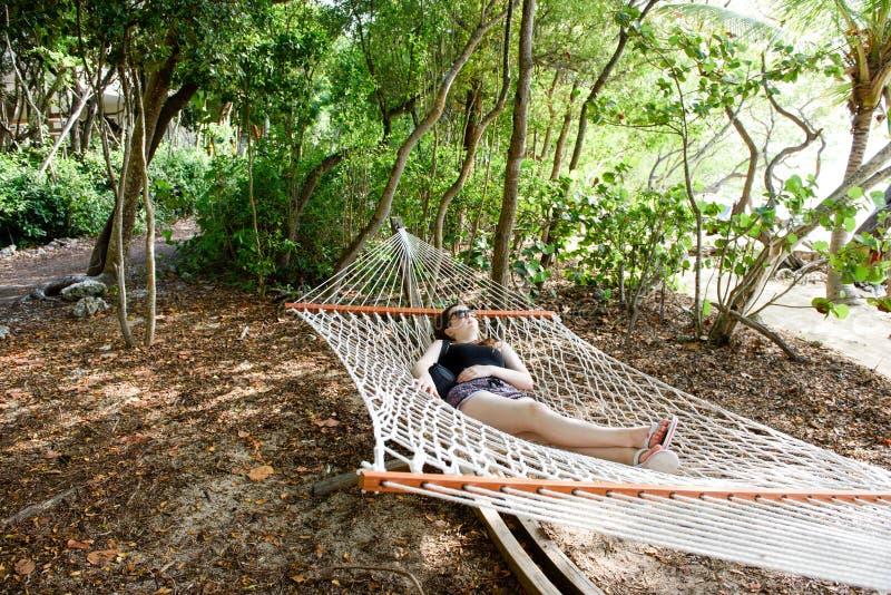 Tiener in een Hangmat royalty-vrije stock afbeeldingen