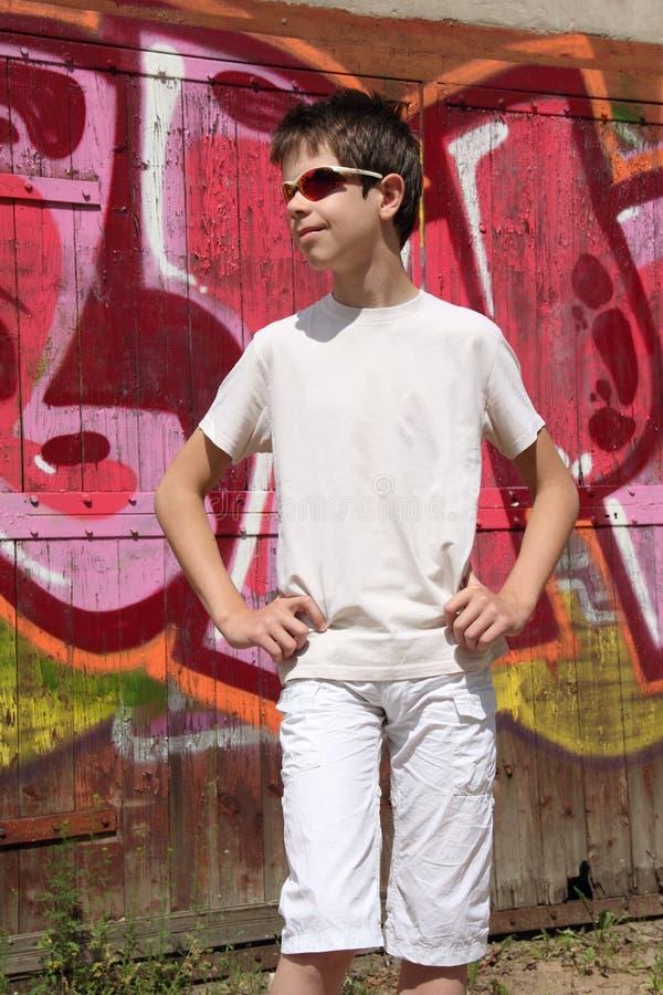 Tiener En Graffiti Stock Foto