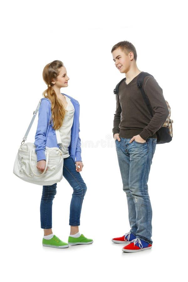 Tiener en meisje op wit wordt geïsoleerd dat stock afbeeldingen