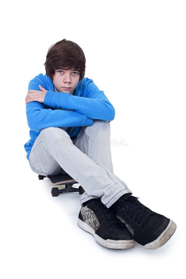 Tiener en zijn skateboard royalty-vrije stock afbeeldingen