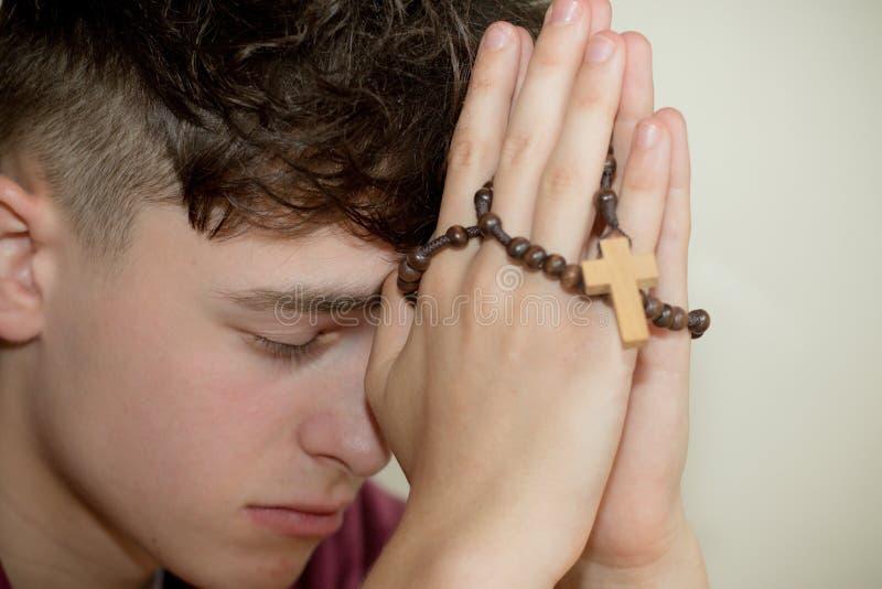Tiener het bidden stock foto's