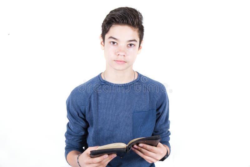 Download Tiener met Bijbel stock afbeelding. Afbeelding bestaande uit studie - 54079899