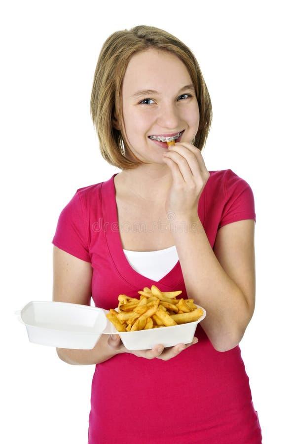 Tiener met frieten stock foto's