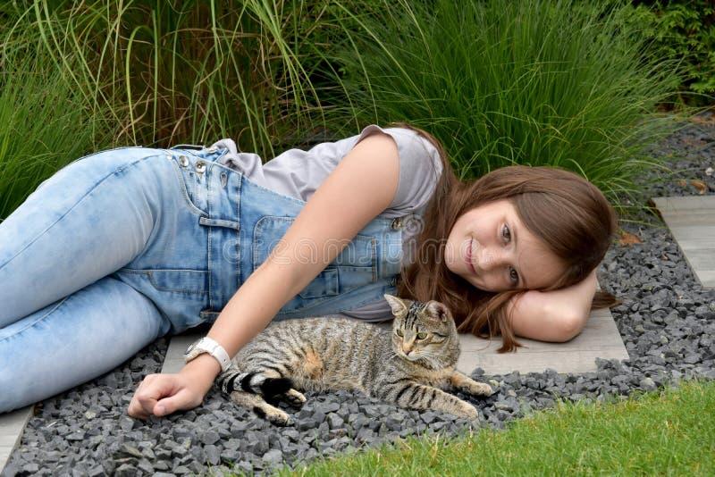 Tiener met gestreepte katkat royalty-vrije stock foto's