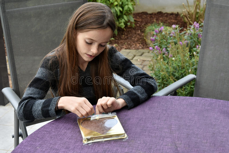 Tiener met heden stock foto's
