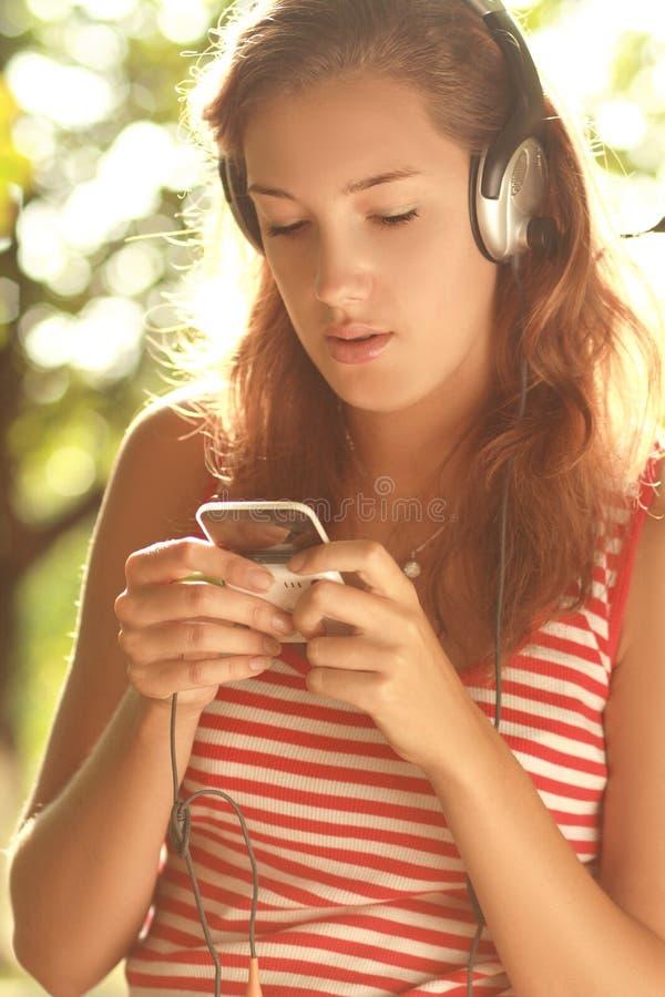 Tiener met hoofdtelefoons royalty-vrije stock foto's