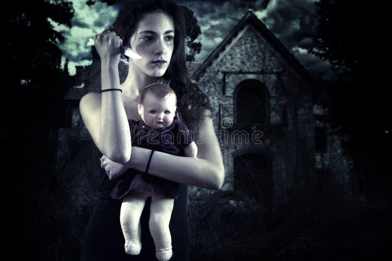 Tiener met mes en pop voor een spookhuis stock foto