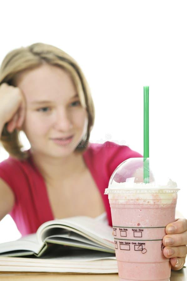 Tiener met milkshake royalty-vrije stock foto