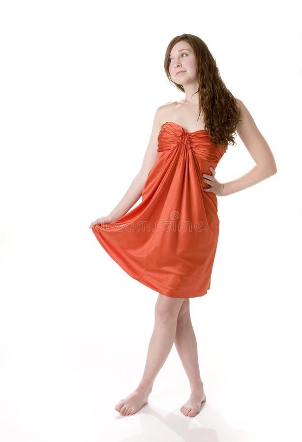 Tiener in Oranje Kleding stock foto's