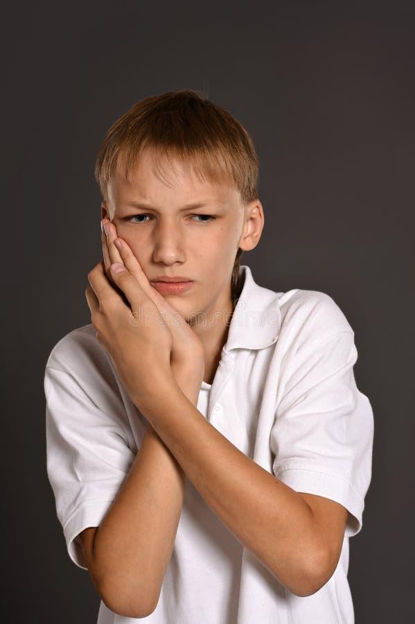 Tiener zieke jongen stock fotografie